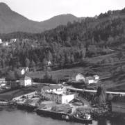 Allereie i 1955 vart fabrikken utvida med eit tilbygg i to etasjer på tilsaman 420 kvm.